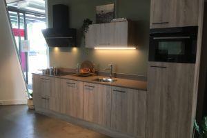 Bianco hoogglans greeploze keuken. € 4844,- 1